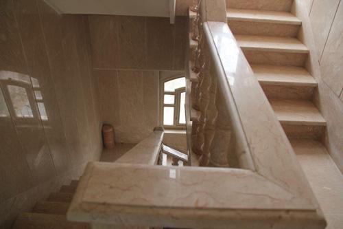 استفاده از سنگ تراورتن در راه پله ،سنگ تراورتن در راه پله ،تراورتن در راه پله ، خرید سنگ تراورتن برای پله ، خرید سنگ تراورتن ، خرید سنگ ساختمانی ، خرید سنگ